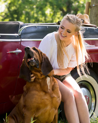 senior pictures with a dog