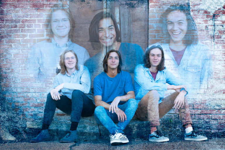 Friends senior pictures together by Sandy Flint | Flint Photography